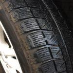 スタッドレスタイヤの寿命はどのくらい? プラットホームがでたら冬用タイヤとしては使用限度となります